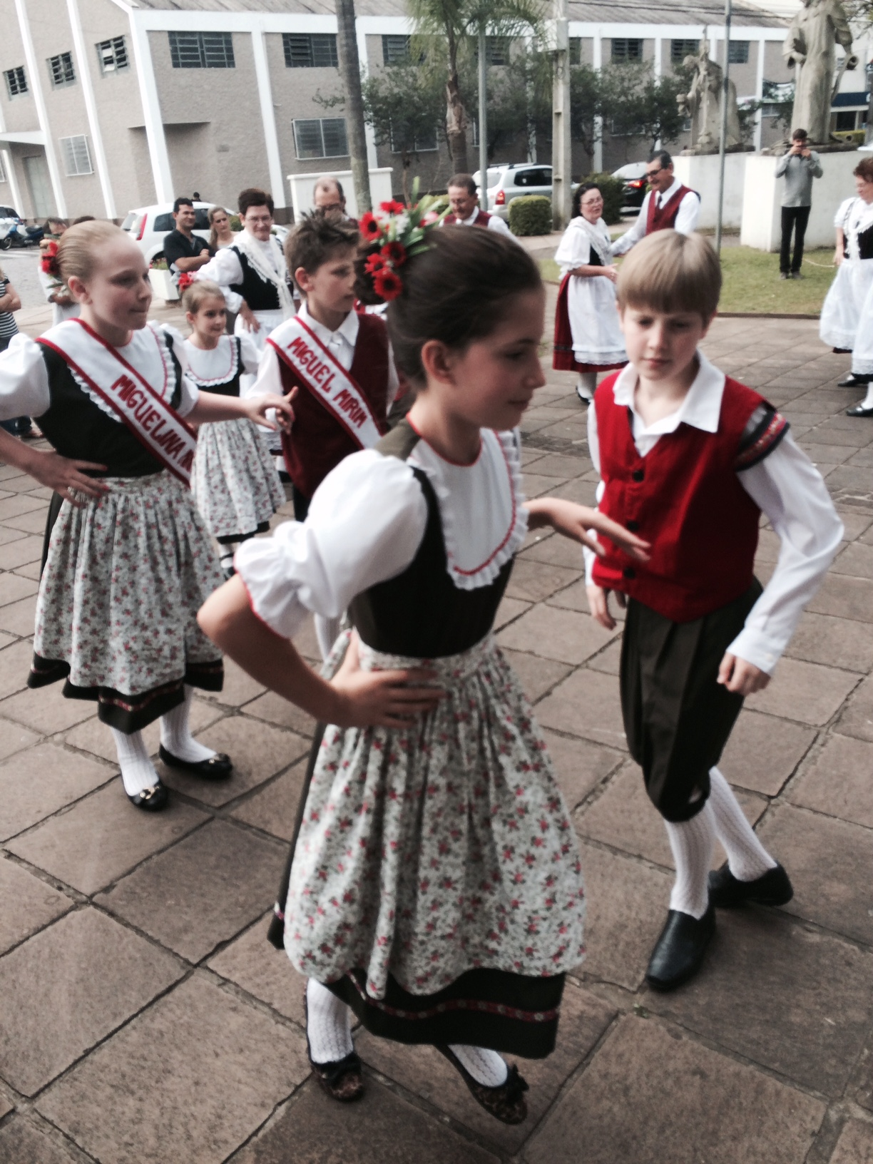 Kinder in deutscher Tracht